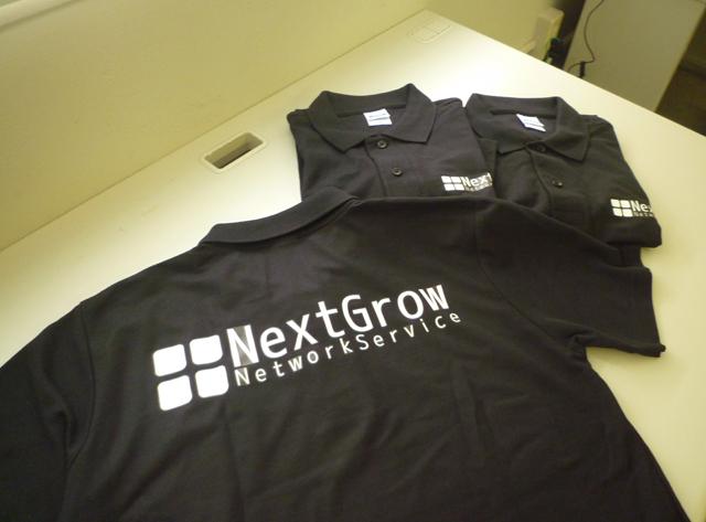 ネクストグロウは展示会出展のために、お揃いのポロシャツを用意しました。