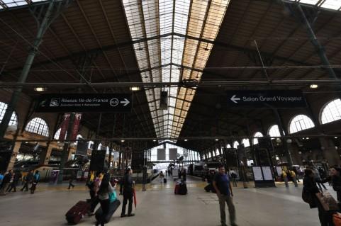 パリの駅a0050_000437